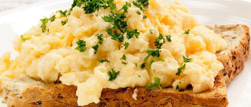 toast-met-roerei-proteine-dieet-recept